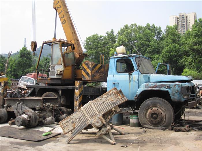 各位车主选择报废车公司的时候为什么要选择正规的报废车拆解回收机构
